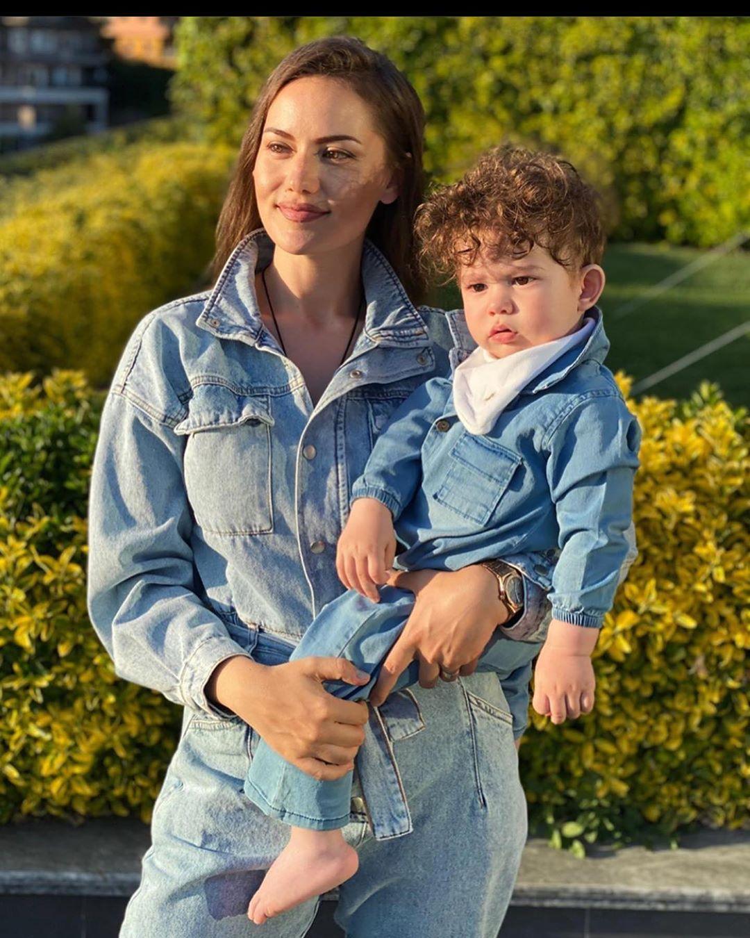فهرية أفجين تحتفل بعيد الأم في تركيا بأحدث جلسة تصوير مع ابنها كاران تشعل الإنستجرام