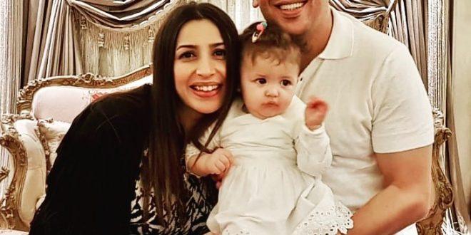 جنات تحتفل بعيد ميلاد ابنتها الأول بصورة عائلية رائعة