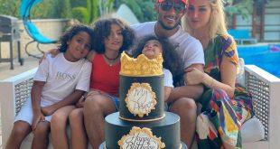 صورة: محمد رمضان يحتفل بعيد ميلاده مع زوجته وأبنائه