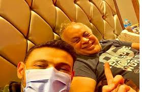 رامز جلال يذهب لزيارة أشرف ذكي للاطمئنان على صحته بعد خضوعه لعملية جراحية في القلب
