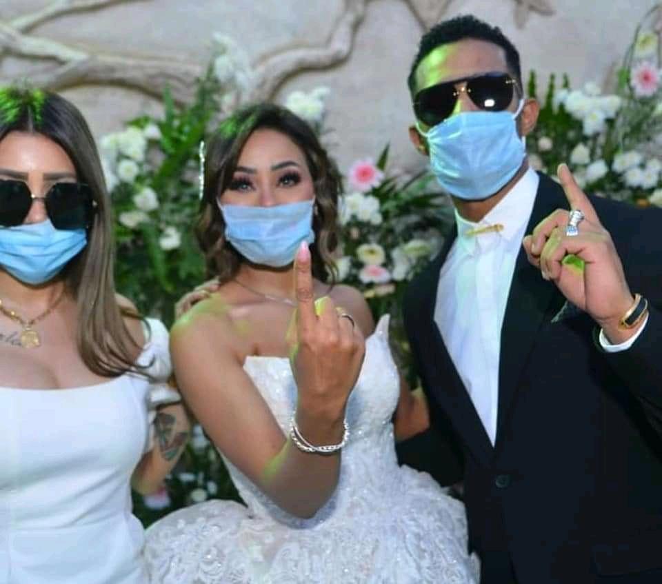 بالصور والفيديو محمد رمضان يحتفل بزفاف شقيقته إيمان بالكمامات في زمن الكورونا